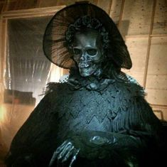 Mother Ghost. Crimson Peak.