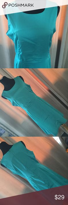 """Green Dress In good condition. Armpit to armpit 9"""" in waist 1/7in  length 2/0""""in no trade no LOWBALLS Qian mei Dresses"""