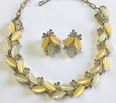 VINTAGE GOLD TONE YELLOW/BUTTERSCOTCH THERMOSET NECKLACE & EARRINGS