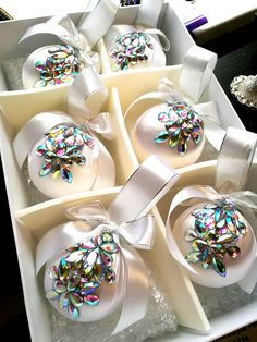 christmas balls in gift box Ornaments balls Christmas decorations Holiday gift Xmas tree decor gold ball Holiday decorations Set of 6 or 4 - dekoration Christmas Balls Decorations, Christmas Baubles, Diy Christmas Ornaments, Holiday Wreaths, Ball Ornaments, Victorian Christmas, Pink Christmas, Christmas Time, Elegant Christmas