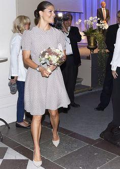 1 September 2016 - Princess Victoria attends a seminar in Stockholm - dress by Prada, shoes by Malene Birger, clutch by Abro Princess Stephanie, Princess Charlene, Princess Madeleine, Princess Victoria Of Sweden, Crown Princess Victoria, Crown Princess Mary, Prada Dress, Prada Shoes, Princesa Victoria