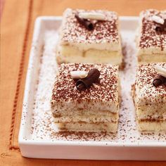 This classic Italian coffee-flavor dessert (pronounced tih-rah-mee-SOO) gets a fabulous new health-conscious lease on life when some of the traditional high-fat ingredients are replaced with fat-free or reduced-fat stand-ins. Sugar Free Desserts, Sugar Free Recipes, Just Desserts, Delicious Desserts, Baking Desserts, Tiramisu Dessert, Healthy Tiramisu Recipe, Diabetic Cake Recipes, Diabetic Dessert Recipes