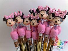 Lápis com ponteiras decoradas com a Minnie Rosa em biscuit.