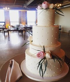 Amy Beck Cake Design - Chicago, IL | www.amybeckcakedesign.com | Textured buttercream wedding cake with fresh flowers