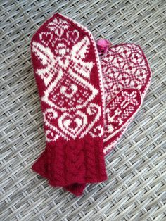 Your place to buy and sell all things handmade Knitted Mittens Pattern, Fair Isle Knitting Patterns, Knit Mittens, Knitted Gloves, Knitting Ideas, Free Knitting, Baby Knitting, Norwegian Knitting, Skull Scarf