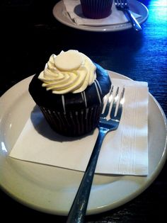 Yummy cupcake! fusscupcakes yeg Yummy Cupcakes, Nut Free, Favorite Recipes, Treats, Desserts, Food, Sweet Like Candy, Tailgate Desserts, Goodies