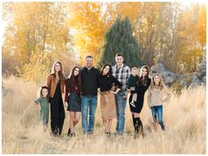 We have gotten to work with this family a handful of times last year, and they are naturals behind the camera. Fall Family Picture Outfits, Family Portrait Outfits, Fall Family Portraits, Family Portrait Poses, Family Picture Poses, Family Posing, Beach Portraits, Adult Family Pictures, Extended Family Photos