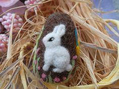 Needle felted easter egg bunny mini figurine ooak Handmade wool soft sculpture uovo di pasqua coniglietto di lana cardata ad ago idea regalo by MondoTSK on Etsy