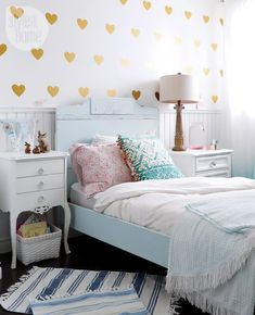 golden hearts wall...for a tween or teen girl. :):):)