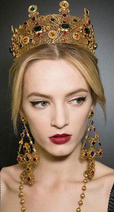 Dolce and Gabbana F/W 2013 @T..'iara Baca-Burrell and @Lauren Davison Davison Mesick i might actually need this. the crown seems completely necessary right?