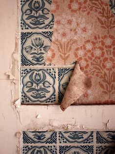 Country Living by Maren Winkler at Beelitz-Heilstätten. Design Textile, Textile Patterns, Color Patterns, Print Patterns, Textiles, Fresco, Azulejos Art Nouveau, Vintage Design, Of Wallpaper