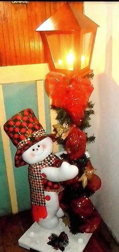 Risultati immagini per holzfiguren für winter & weihnachten Christmas Sewing, Christmas Items, Christmas Snowman, Christmas Projects, Christmas Holidays, Christmas Wreaths, Christmas Ornaments, Christmas Table Centerpieces, Christmas Lanterns