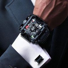 Devon Works has unveiled the StarWars Tread 1 an electro-mechanical timepiece inspired by Galactic Empire's Darth Vader. Amazing Watches, Beautiful Watches, Cool Watches, Watches For Men, Dream Watches, Luxury Watches, Devon Watch, Mode Man, Star Wars Watch