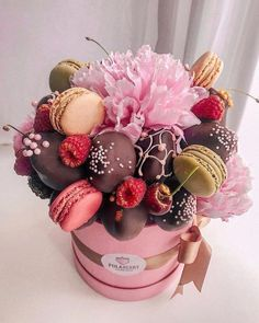 New Birthday Cake Chocolate Strawberry Sweets 29 Ideas Chocolate Flowers, Chocolate Bouquet, Chocolate Strawberries, Food Bouquet, Candy Bouquet, Cake Pop Bouquet, Strawberry Sweets, Flower Box Gift, Flower Boxes