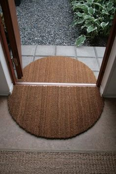 DIY Ideas for Your Entry - Entryway Door Mat DIY - Cool and Creative Home Decor or Entryway and Hall. Modern, Rustic and Classic Decor on a Budget. Impress House Guests and Fall in Love With These DIY Furniture and Wall Art Ideas Decoration Hall, Decoration Entree, Room Decorations, Diy Décoration, Easy Diy, Interior Design Minimalist, Inside Outside, Welcome Mats, Creative Home
