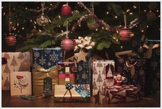 If you can't get away with glitz and glamour during the festive season then when can you? We love our gorgeous range of Jewels Christmas gift wrap!