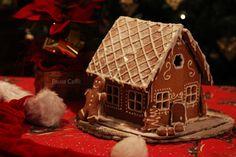 La casetta di pan di zenzero, tipico dolce delle feste Natalizie, famoso sia nel Nord America che nei paesi del nord Europa, che piace molto ai bambini, ma che sotto sotto diverte anche noi adulti.