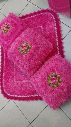 Lindas peças em crochê: inspiradoras Crochet Cushion Cover, Crochet Cushions, Crochet Dishcloths, Crochet Pillow, Afghan Crochet Patterns, Crochet Motif, Crochet Doilies, Crochet Toys, Beaded Flowers Patterns