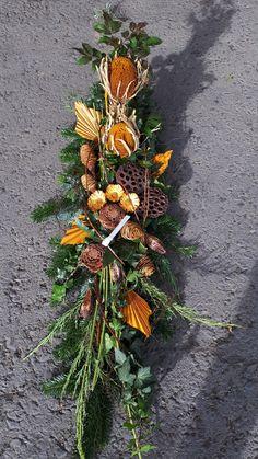 Funeral Flower Arrangements, Funeral Flowers, Grave Decorations, Christmas Decorations, Art Floral Noel, Sympathy Flowers, Centre Pieces, Pin Collection, Christmas Time