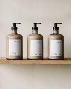 Apothecary Hand Lotion 375 ml Skincare Packaging, Cosmetic Packaging, Beauty Packaging, Pretty Packaging, Sugar Scrub Diy, Diy Scrub, Best Skincare Products, Pure Products, Beauty Products