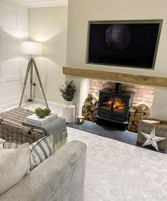 Classy Living Room, Living Room Decor Cozy, Cottage Living Rooms, New Living Room, Living Room Interior, House Rooms, Log Burner Living Room, Open Plan Kitchen Living Room, Champagne Living Room
