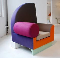 Ettore Sottsass chair /Memphis. Funky Furniture, Design Furniture, Unique Furniture, Chair Design, European Furniture, Furniture Dolly, Bauhaus, Memphis Design, Table Sofa