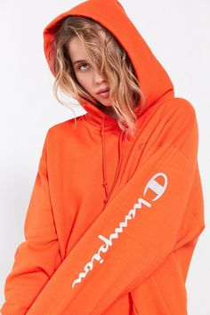 Shop Champion & UO Powerblend Reflective Hoodie Sweatshirt at Urban Outfitters today. Champion Sweatshirt, Hoodie Sweatshirts, Logo Hoodies, Cool Outfits, Summer Outfits, Fashion Outfits, Edgy Outfits, Pull Orange, Sweatpants Outfit