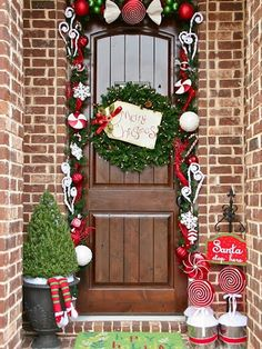 colorful-christmas-doors-with-flower-ornaments