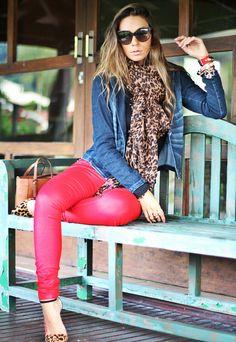 Resultado de imagem para calca vermelha de veludo cotele como usar