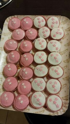 Starry cupcakes with fondant