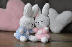 Sweet and nice hug Bunny with sleeping said, both boys and girls version. Also on request in any other color you want to crochet! Crochet Animals, Crochet Toys, Baby Haken, Hobbies And Crafts, Baby Toys, Babyshower, Crochet Patterns, Bunny, Cute
