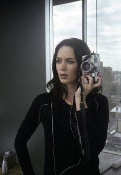 Your largest Emily Blunt resource online, providing all the recent news, photos and media of Emily Blunt. Emily Blunt, Blunt Hair, Girls With Cameras, Celebrity Photographers, Celebrity Look, Taking Pictures, How To Take Photos, Beautiful Women, Actresses