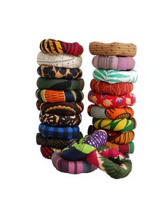 These funky, chunky bracelets make a fun gift! You'll find the tutorial over at Green Eggs n Hamm! Supplies: fabric