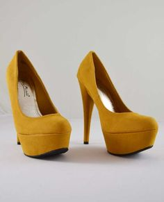 99ddec14e915 Stylish pump made of faux suede. Featured pointy toe