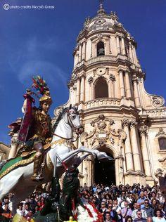 #sangiorgiosuitesmodica San Giorgio's Feast in front of our houses! #repin www.sangiorgiosuitesmodica.it