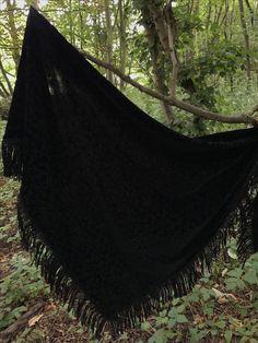 🖤 Nieuw! 🖤  Omslagdoek/ sjaal van een heerlijk zachte velours stof..! F/W 17-18 🖤  www.be-witched.nl  Verkrijgbaar bij onze verkoopadressen en in de webshop!  Voor al je vragen kan je ons makkelijk appen: 📞 06-52824804  🖤🖤🖤🖤🖤🖤🖤🖤🖤🖤🖤🖤🖤🖤🖤🖤 Shoplink:  http://www.be-witched.nl/sjaal-online-sjaaltjes-webshop-1872