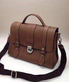 미니 사첼백 24 사이즈. Mini satchal bag