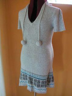 ROXY Womens Juniors Hoodie sweater top size Medium Gray short sleeve pom poms