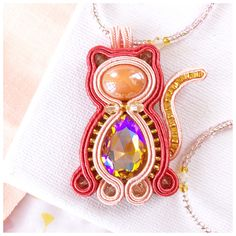 Pink beaded necklace with Cat pendant di MayreAccessori su Etsy Soutache Pendant, Soutache Necklace, Cat Necklace, Tassel Earrings, Pendant Necklace, Types Of Embroidery, Beaded Embroidery, Bead Jewellery, Boho Jewelry