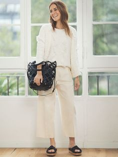 Get the perfect look with our women's collection for spring-summer Discover essential fashion, accessories and shoes of the highest-quality at Uterqüe. Gala Gonzalez, Culottes Outfit, Harper's Bazaar, New Chic, Classy And Fabulous, All White, Stylish Girl, Girls Out, Get The Look