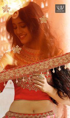 Shivangi Joshi Attractive Red And Pink Designer Lehenga Choli Indian Bridal Photos, Indian Bridal Fashion, Bridal Poses, Bridal Photoshoot, Men's Fashion, Fashion Week, Fashion Trends, Indian Wedding Photography Poses, Creative Photography