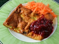 The most classic Swedish recipe for ugnspannkaka is with pork belly or bacon and is sometimes called fläskpannkaka (pork pancake). This recipe is so easy . Oven Baked Pancakes, Gourmet Recipes, Healthy Recipes, Scandinavian Food, European Cuisine, Swedish Recipes, English Food, Pork Belly, Casserole Recipes
