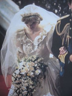 July Lady Diana Spencer marries Prince Charles at St. Walking back down the aisle as a princess and to a life of heartache and betrayal. So very sad. Charles And Diana Wedding, Princess Diana Wedding, Prince Charles And Diana, Prince And Princess, Lady Diana Spencer, Royal Brides, Royal Weddings, Wedding Honeymoons, Windsor
