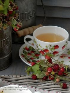 Strawberry Tea, Strawberry Picking, Jam Tarts, Honey Lemon, Vintage Cups, Afternoon Tea, Tea Time, Tea Cups, Berries