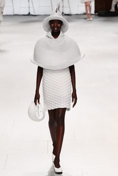 Issey Miyake Spring 2015 Ready-to-Wear - Collection - Gallery - Look 20 - Style.com