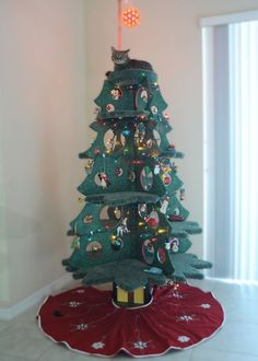 Some genius has invented this pur-fect cat friendly Christmas tree Cat Christmas Tree, Christmas Ideas, Christmas Things, Diy Cat Tree, Sick Cat, Cat Towers, Cat Room, Tree Shapes, Idee Diy