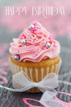 Easy ideas for decorating cupcakes for birthday parties and other celebrations. We'll show you topping ideas, the right icing tools, and other tips for making your cupcakes festive! Cupcakes Rosa, Pretty Cupcakes, Beautiful Cupcakes, Pink Cupcakes, Yummy Cupcakes, Cupcake Cakes, Heart Cupcakes, Valentine Cupcakes, Princess Cupcakes