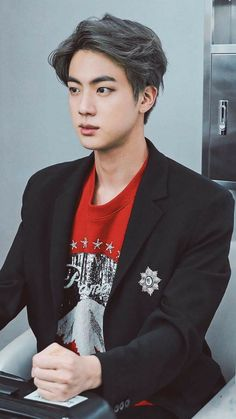 Jin looks so serious 🤓