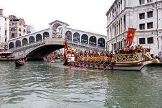 Boats front Rialto Bridge
