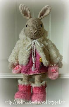 Marijntje heeft een winter kleding setje gekregen. Ik denk dat dit wel het laatste is en dat project Marijntje word afgesloten. Maar ik mo...